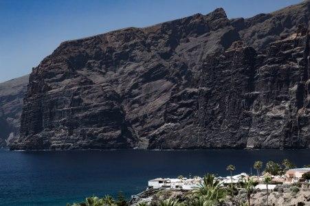 mountains-los-gigantes-ocean-volcanic