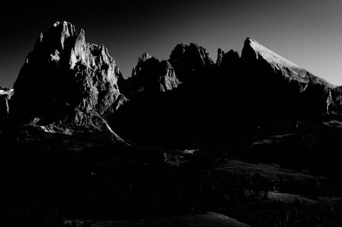 mountains-tyrol-dolomites-hiking