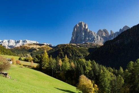 mountains-tyrol-dolomites-hiking-alpine