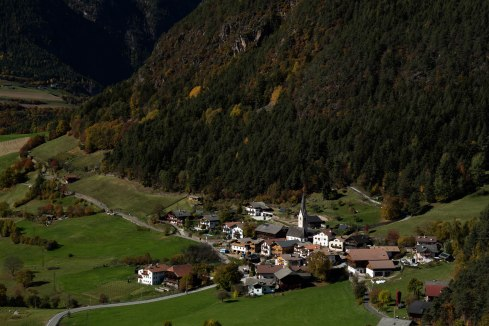 mountains-tyrol-dolomites-hiking-autumn