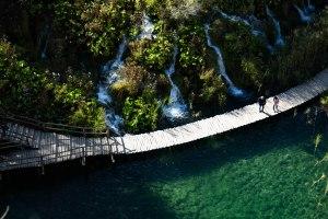 Croatia-plitvice-water-autunm-waterfalls-lakes-nature
